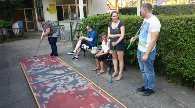 Bullets Outside: Robert Jelinek siegt beim Minigolf